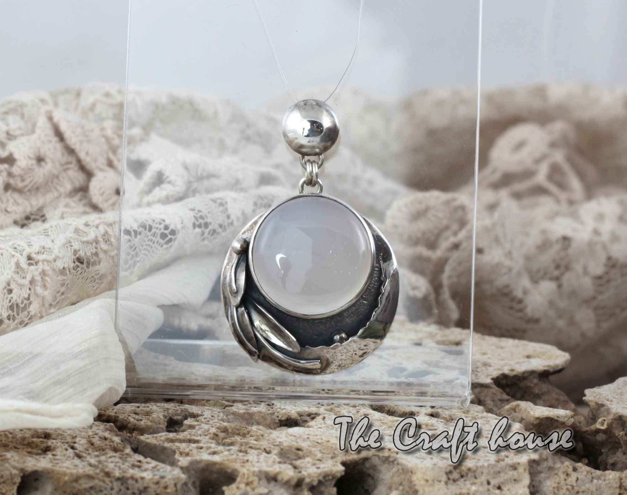 Silver pendant with Chalcedony