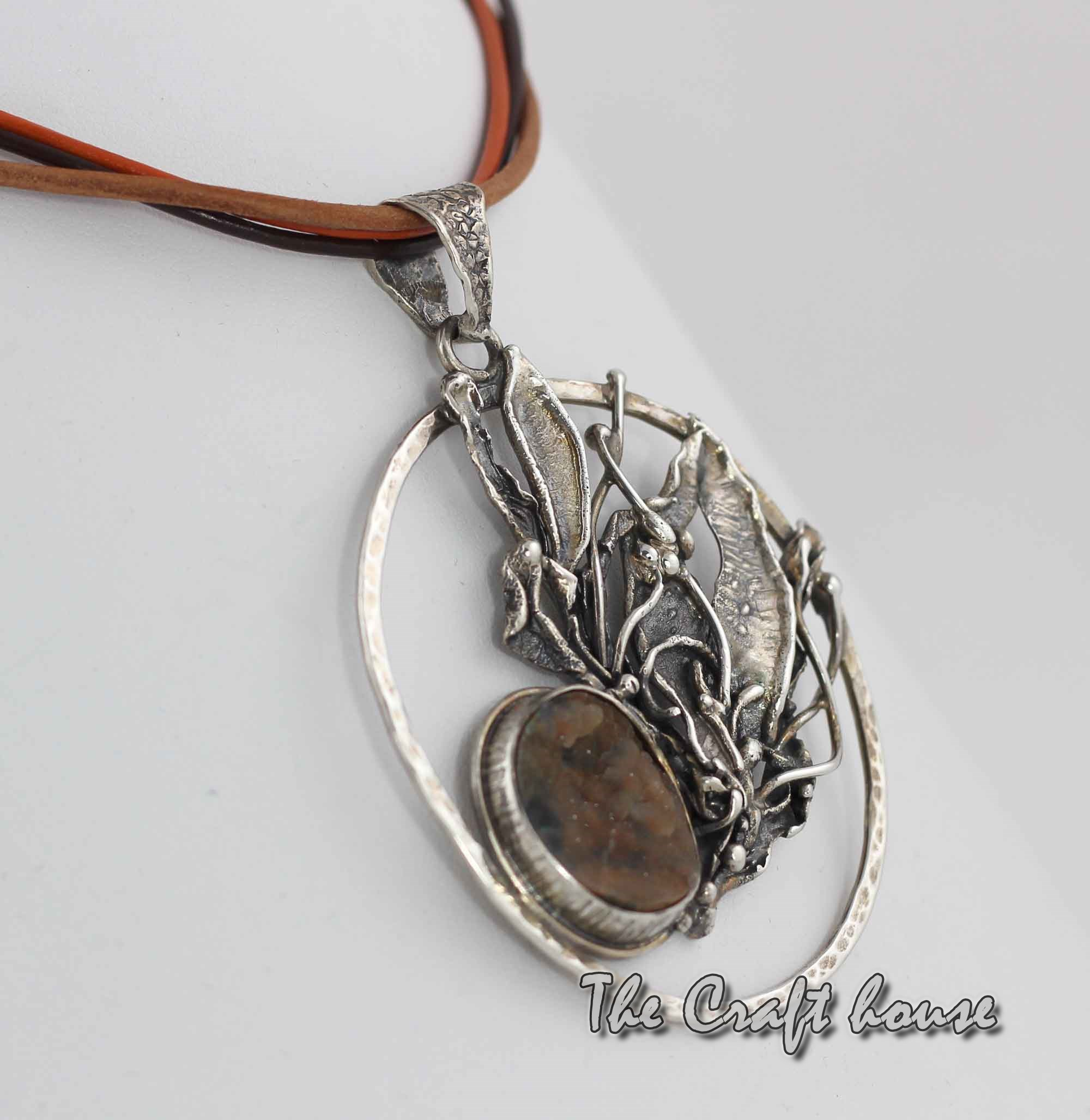 Silver pendant with Chrysoprase
