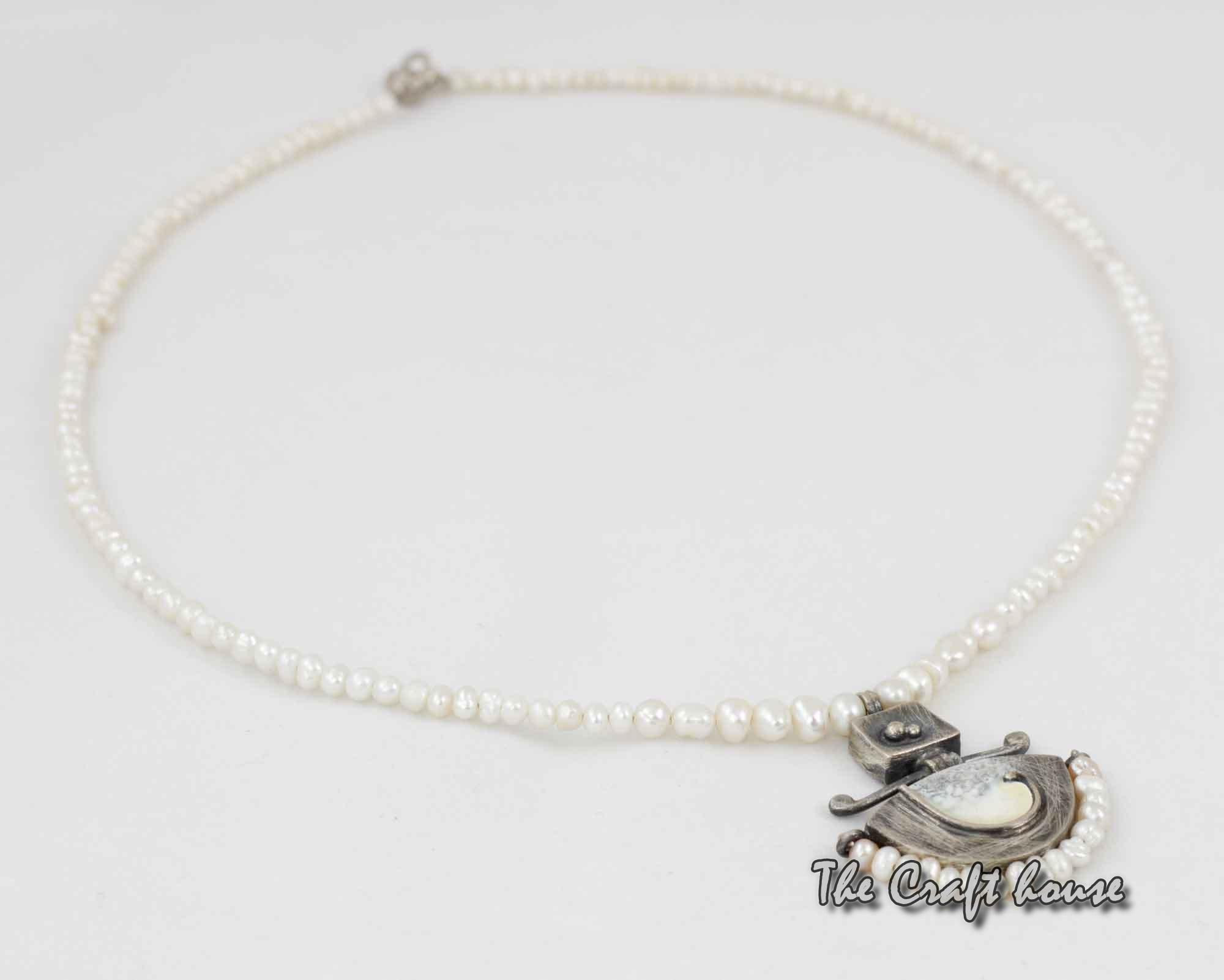 Silver necklace with pearl and enamel