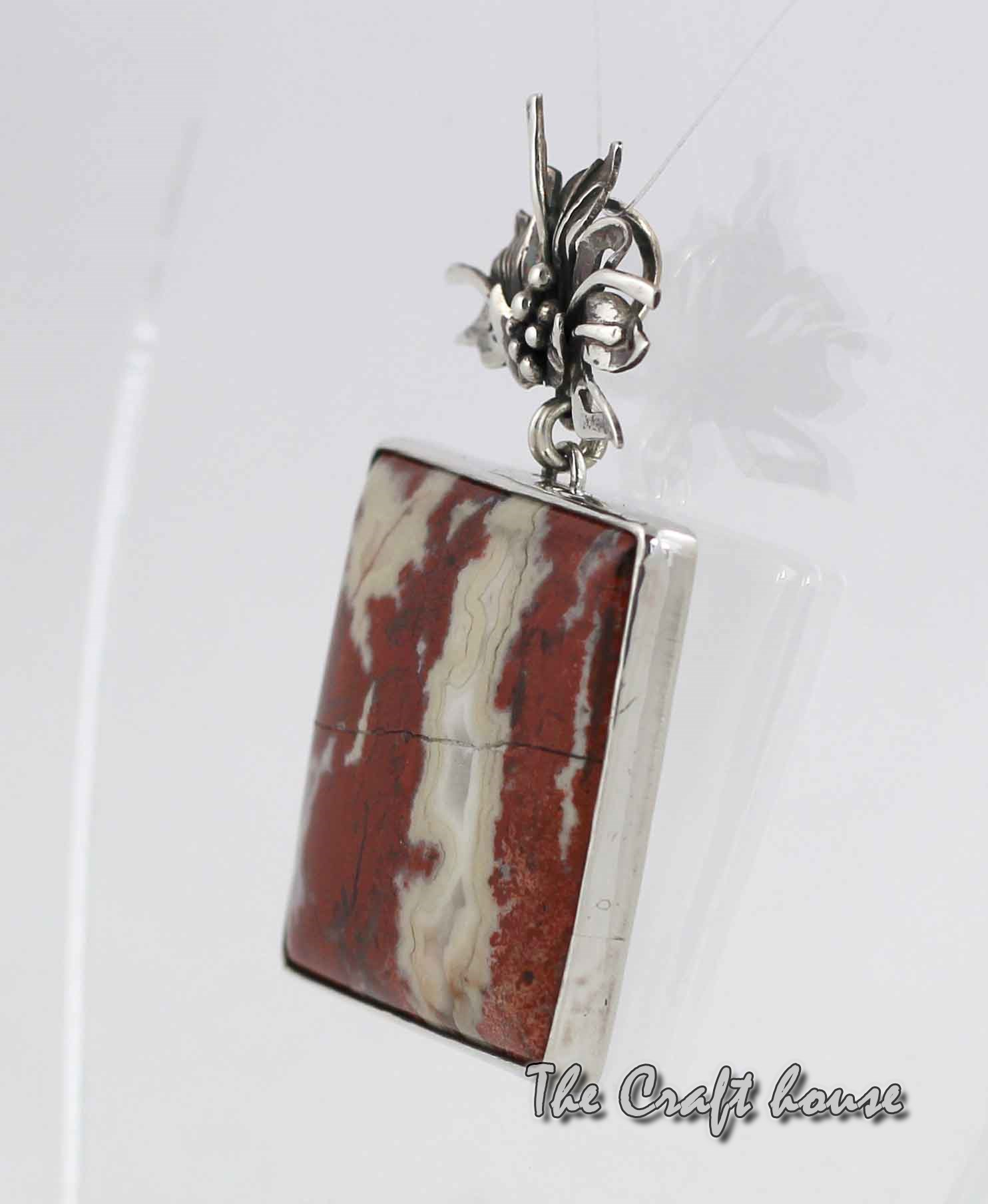 Silver pendant with Agate