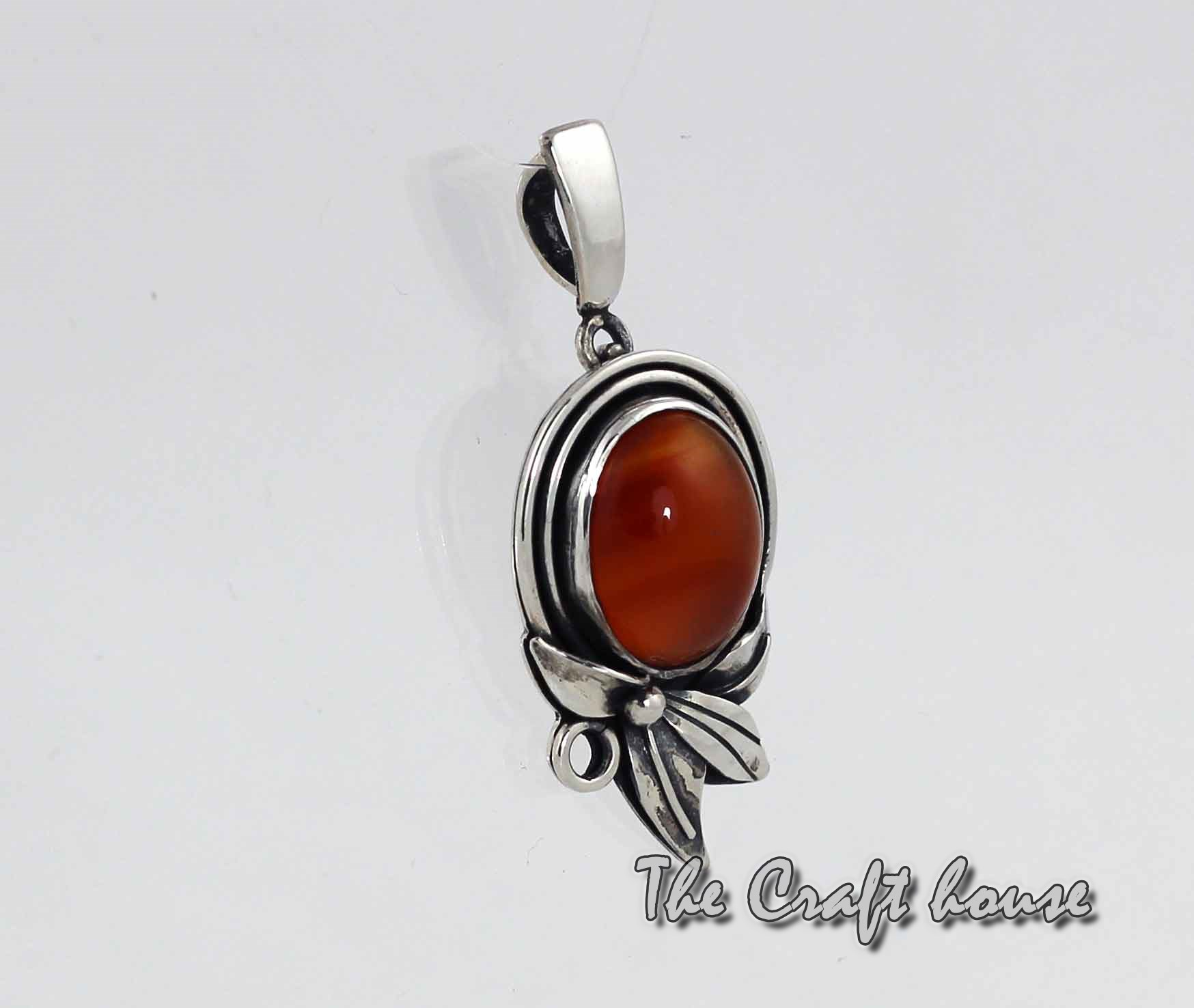 Silver pendant with Carnelian
