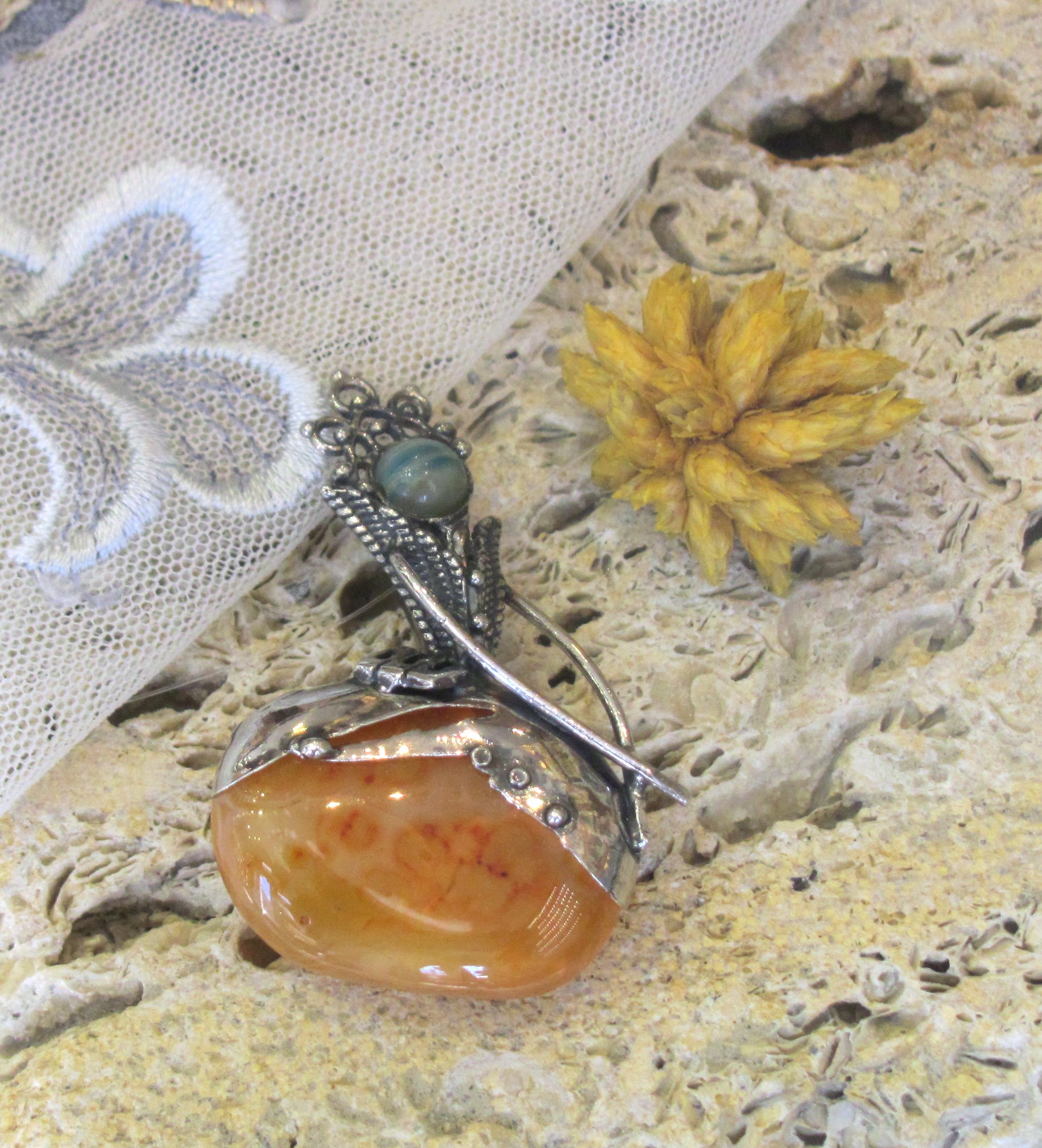 Silver pendant with Agate and Carnelian