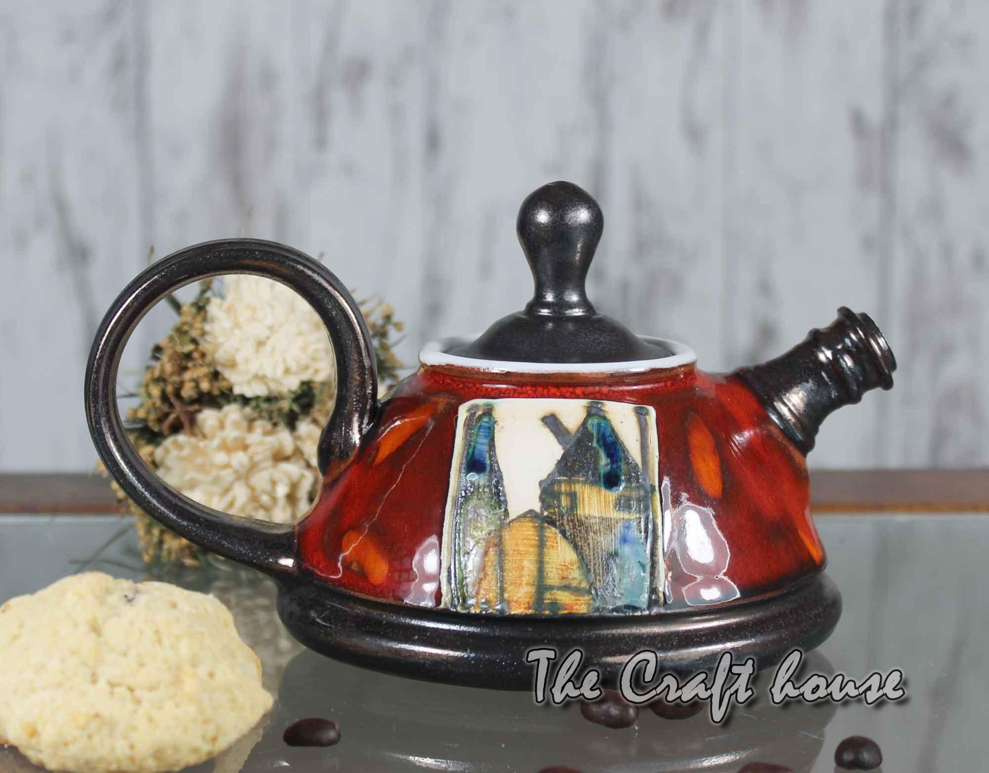 Малък керамичен чайник