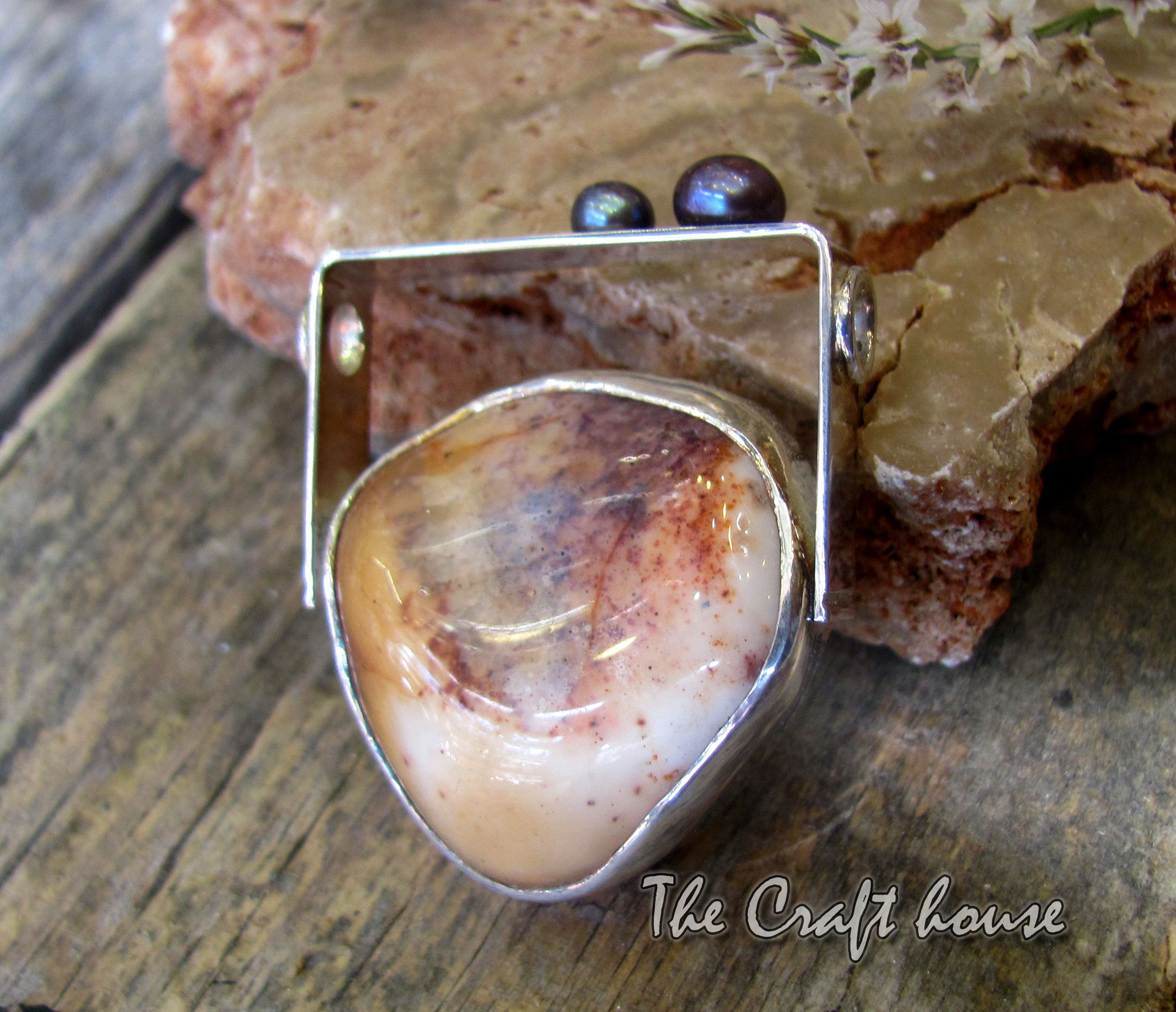 Silver pendant with Agate and Pearls