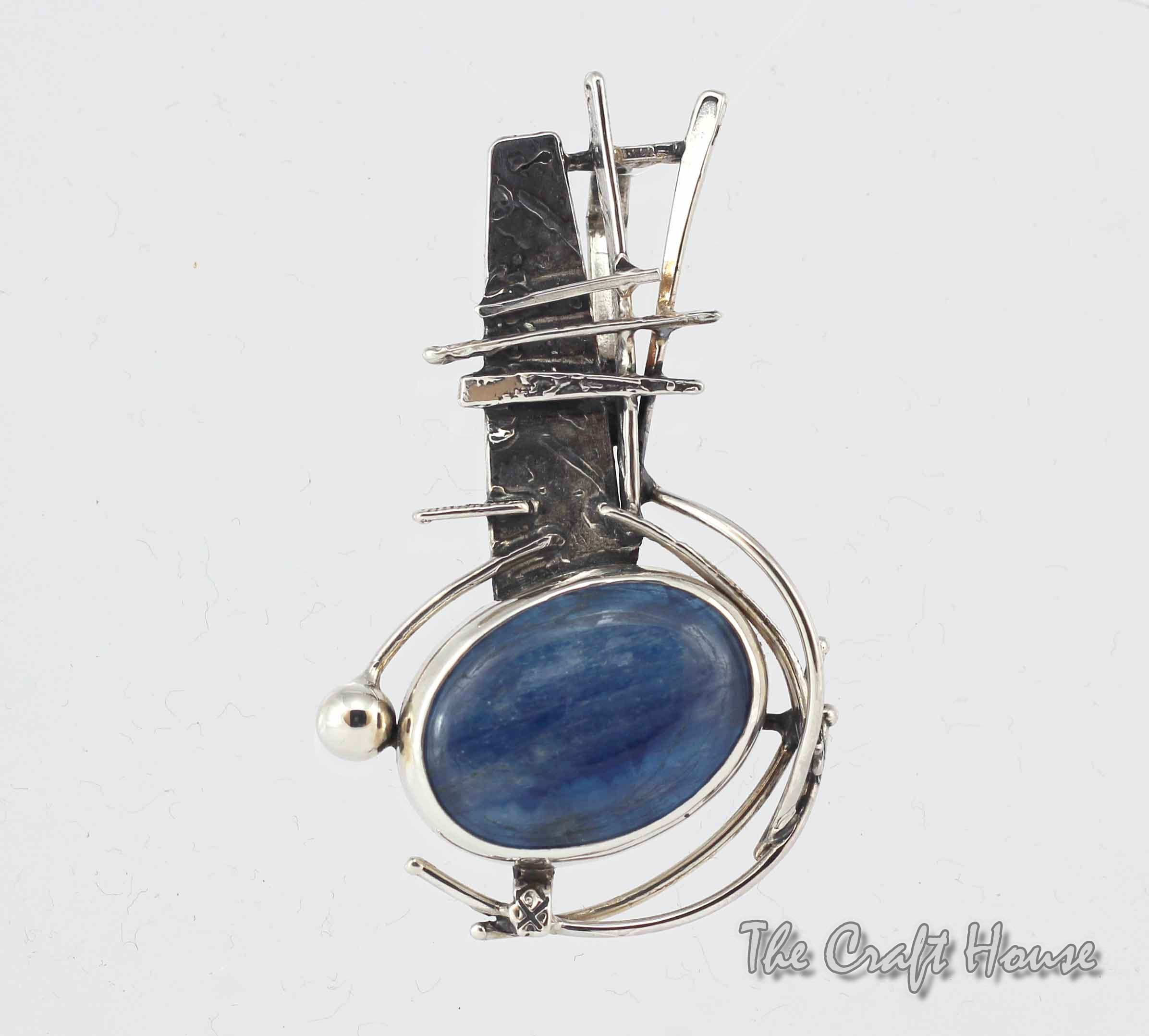 Silver pendant with Kyanite