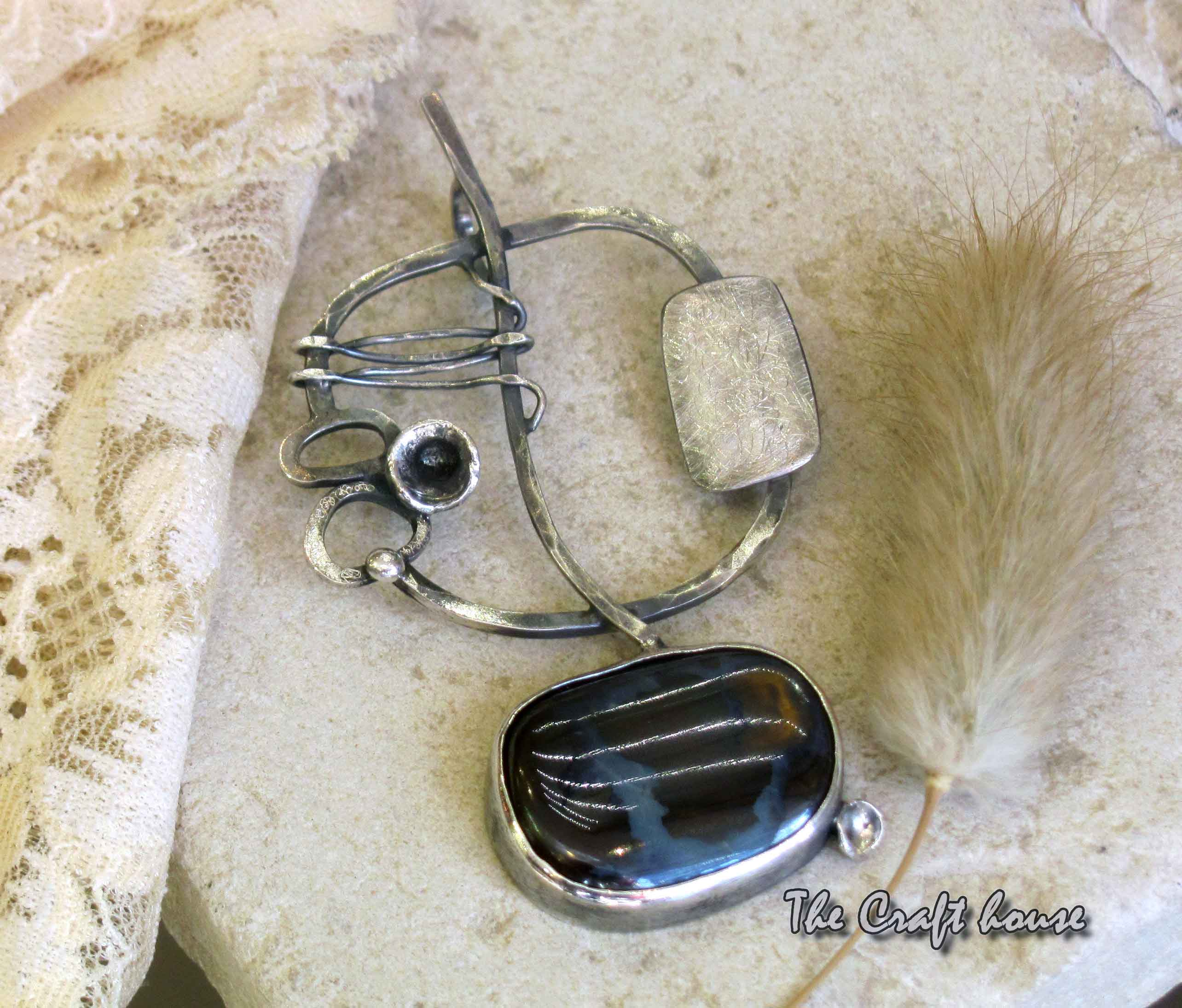 Сребърен медальон с Опал