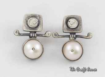 Silver earrings with pearl and enamel