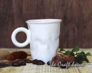 Смачкана порцеланова чаша за кафе