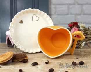 Порцеланова чаша сърце