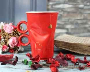 Смачкана чаша със сърца