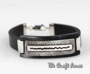 Bracelet with horn