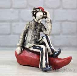 Керамична пластика ' Момче седнало на чушка '