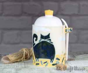 Ceraarmic sugar bowl with spoon