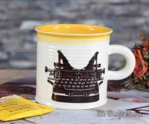 Чаша за кафе с пишеща машина