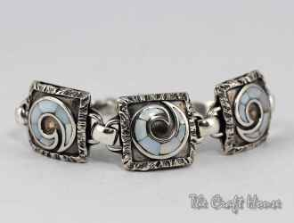 Silver bracelet with mother of pearl