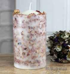 Свещ със сушени рози