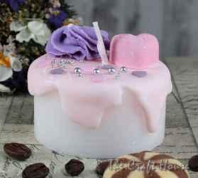 Свещ торта с розова глазура
