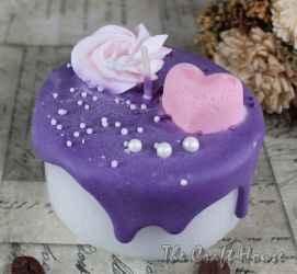Свещ торта с розово сърце